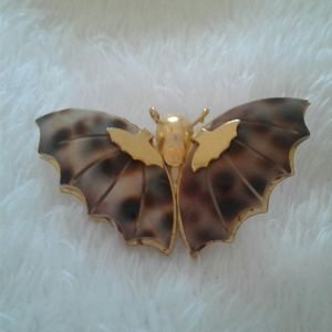 Jewelry - Vintage gold tone tortise shell moth pin